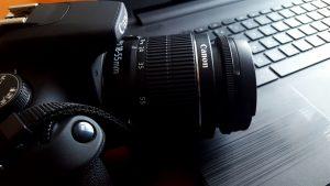 camera-sitting-on-desk